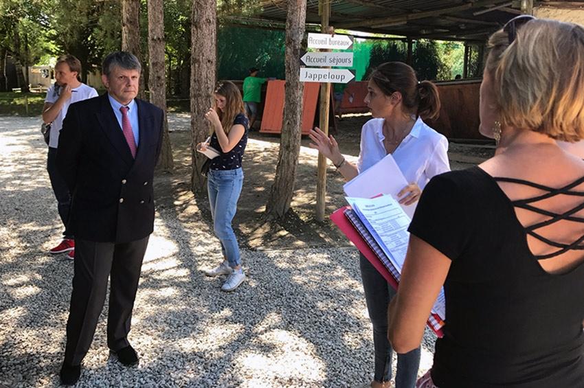 Le préfet de l'Yonne Jean-Christophe MORAUD a rendu visite au centre équestre de CHEVILLON…