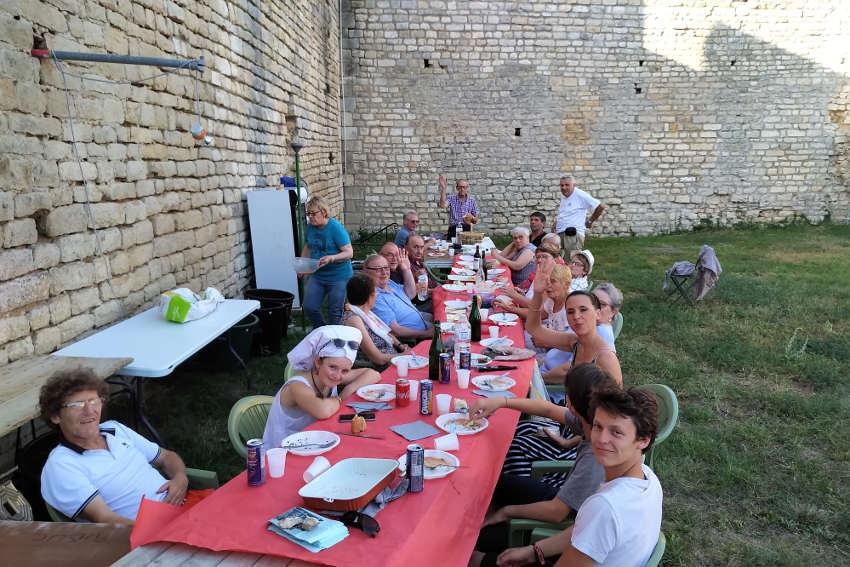 Les BALADINS bientôt en représentations théâtrales : les Amis du Château profitent d'ultimes instants de répit….