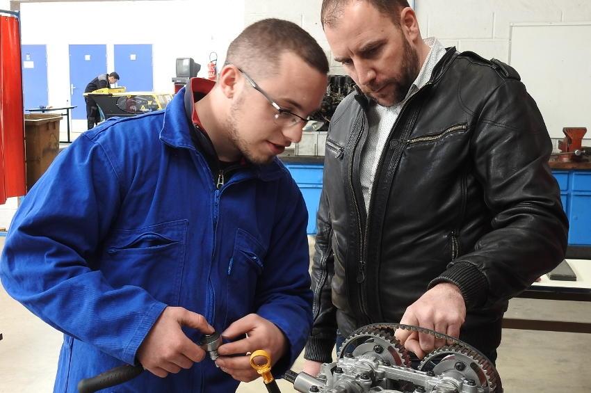 Cinq jeunes orfèvres en mécanique tentent de décrocher le titre « d'Un des meilleurs apprentis de France » de l'Yonne