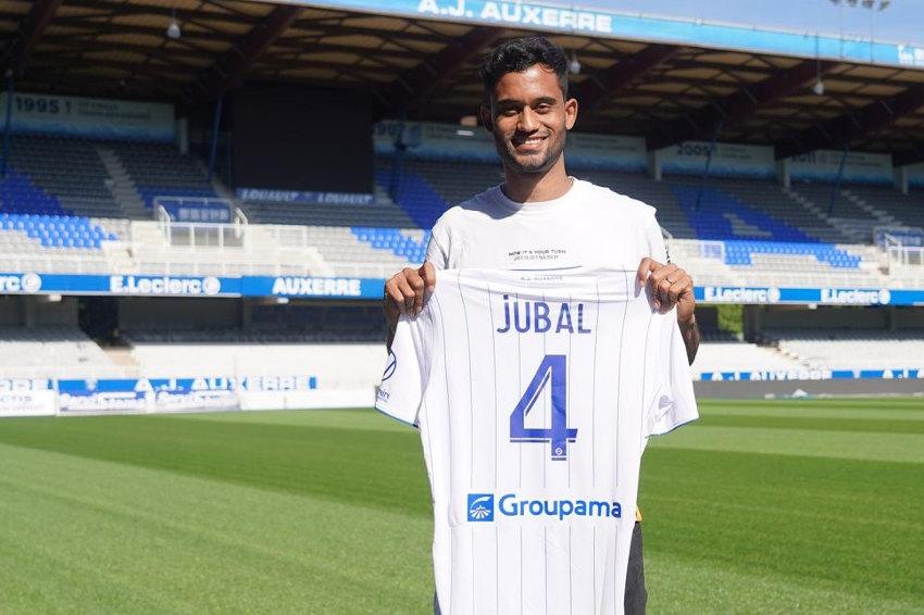 L'AJ Auxerre sur des airs de samba : le brésilien JUBAL s'engage pour trois saisons comme défenseur central