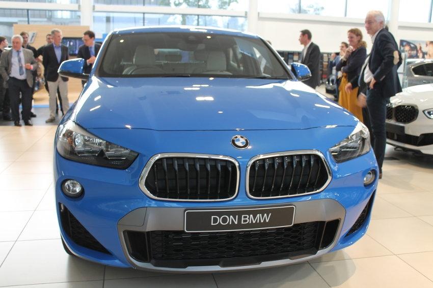 BMW France éduque les jeunes apprenants en mécanique à devenir moins frileux !