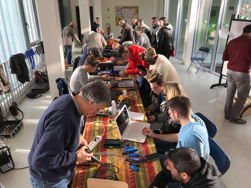 Les réparateurs bénévoles du REPAIR CAFE d'Auxerre se remettent à l'ouvrage !