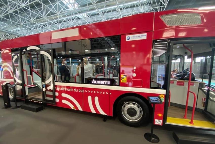 Le bus à hydrogène roule à la promotion d'Auxerre aux Rencontres nationales du transport public