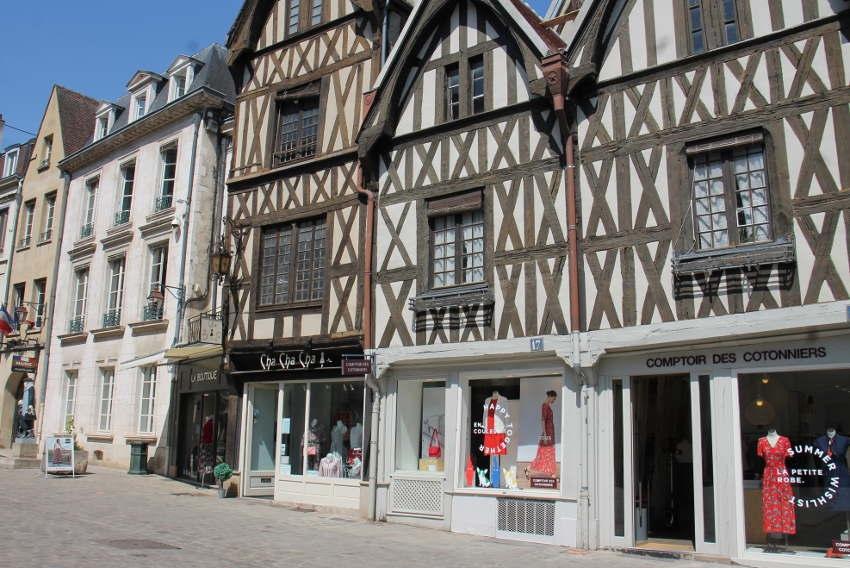 « Monsieur le maire, ne laissez pas mourir Auxerre ! » : la supplique d'une orthophoniste désespérée…