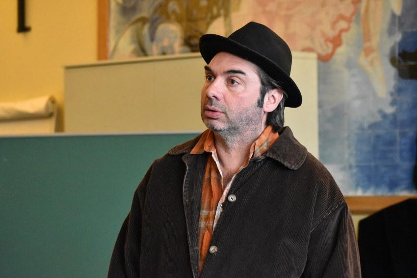 Le théâtre pointe le bout de son nez : le comédien Michaël GONNET enseigne l'art de l'improvisation à Saint-Bris