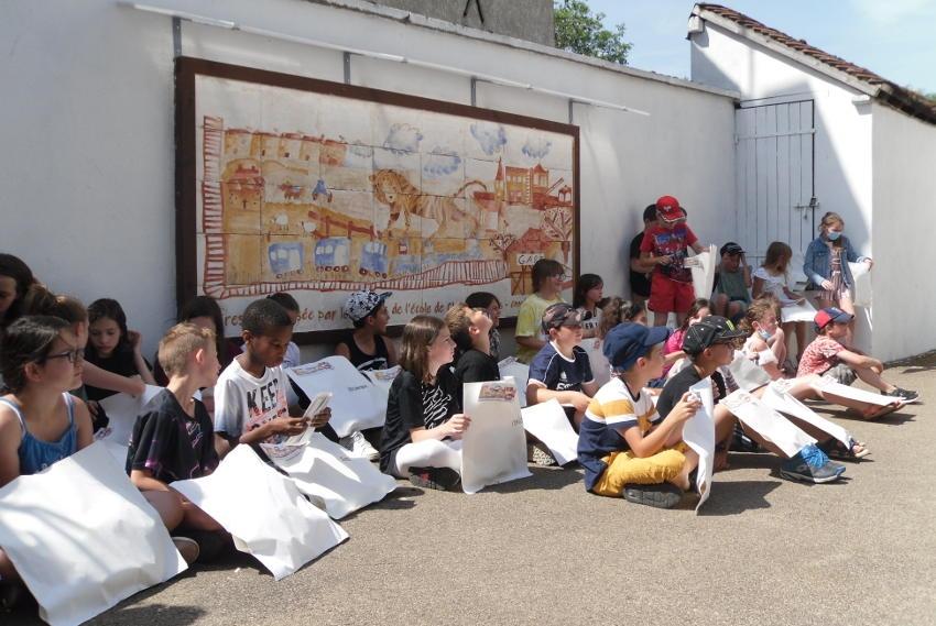 Tigre et petit train inspirent des écoliers ayant l'art dans les veines à CHAMPIGNELLES