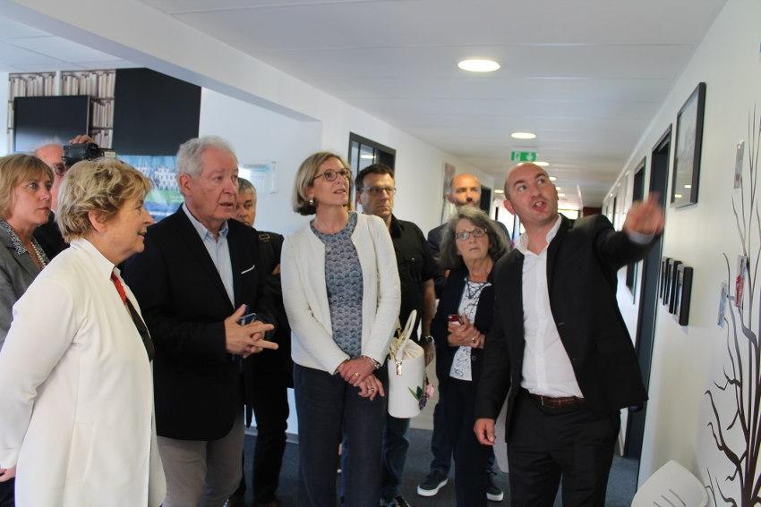La facette éducative de l'AJA fascine Marie-Guite DUFAY (Région) lors de sa visite au centre de formation