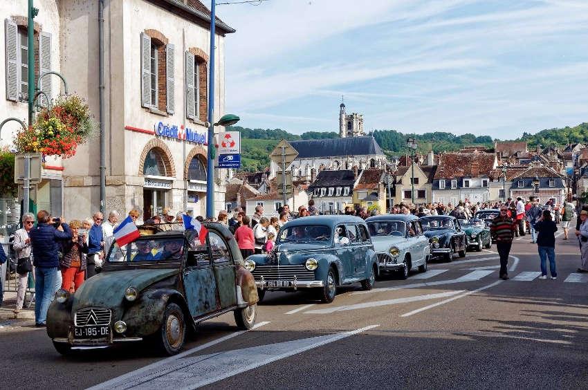 Nostalgie quand tu nous tiens : qu'elle était belle l'époque bénie des Bouchons sur le pont de Joigny !