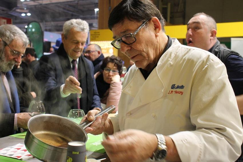 Ses œufs en meurette émoustillent les visiteurs du Salon : Jean-Pierre VAURY régale le monde agricole…
