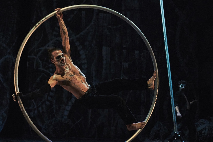 Cirque et danse avec « J'ai peur des parapluies » : le théâtre d'Auxerre offre une échappée vers le bleu du ciel…