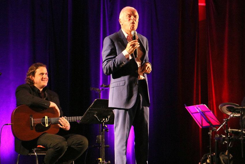 Pierre DOUGLAS en one man show dans l'Yonne : pour le meilleur et pour…le rire