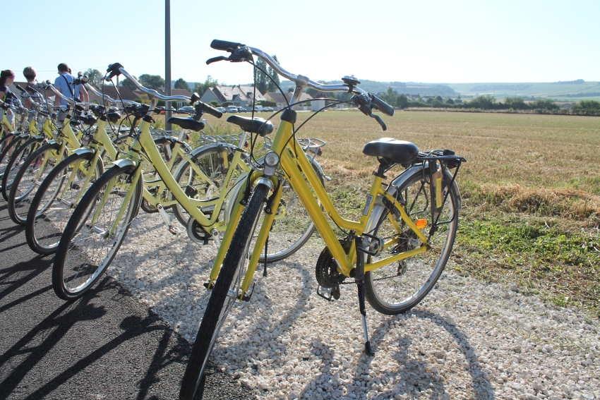 Les mobilités douces et l'environnement se découvrent à bicyclette en PUISAYE FORTERRE…