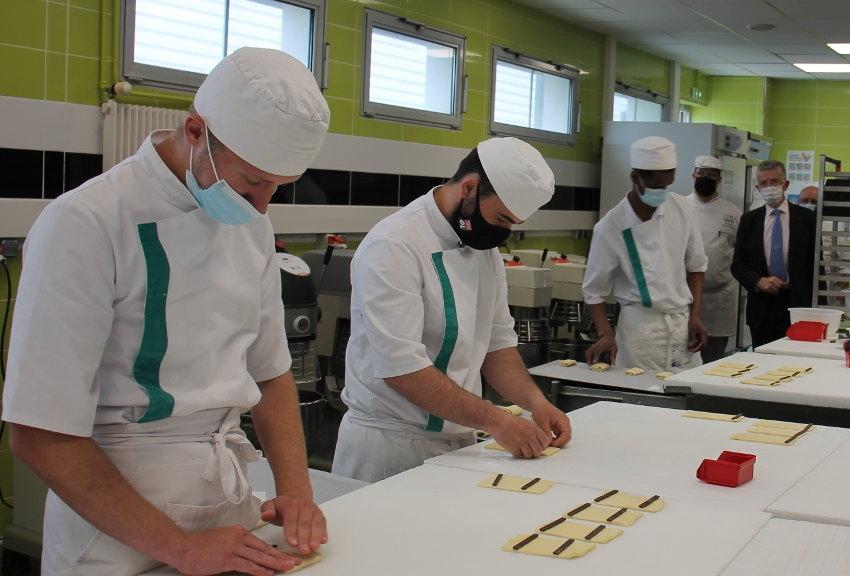 Challenge : les jeunes boulangers/pâtissiers de l'Yonne à pied d'œuvre ce lundi au CIFA