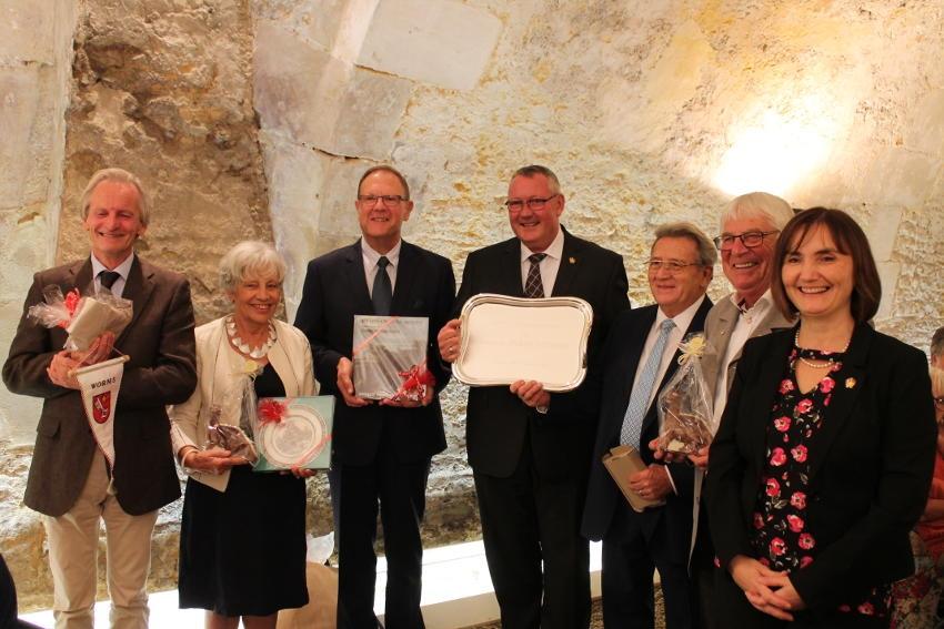 Des cadeaux pour illustrer le cinquantenaire de l'alliance entre Auxerre et Worms…