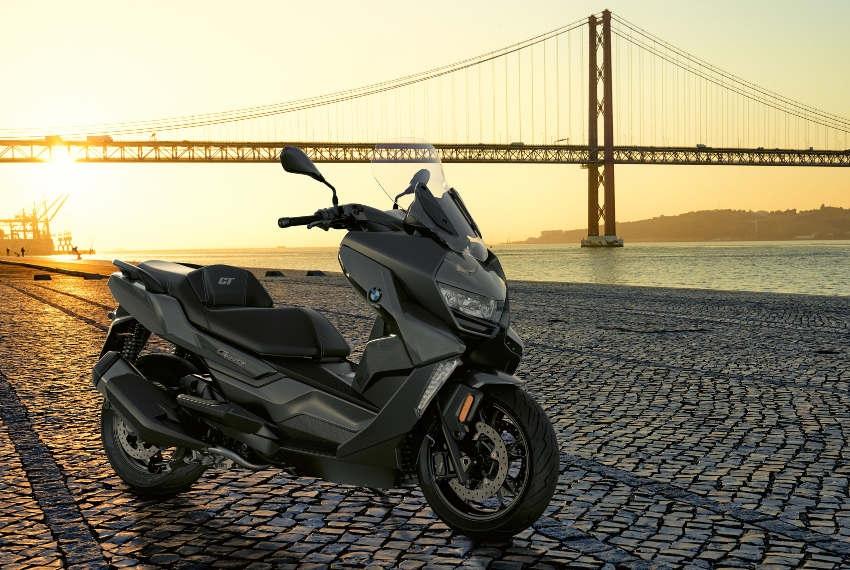 Deux scooters à l'allure altière chez BMW MOTORRAD : la mobilité urbaine affiche des airs de printemps !