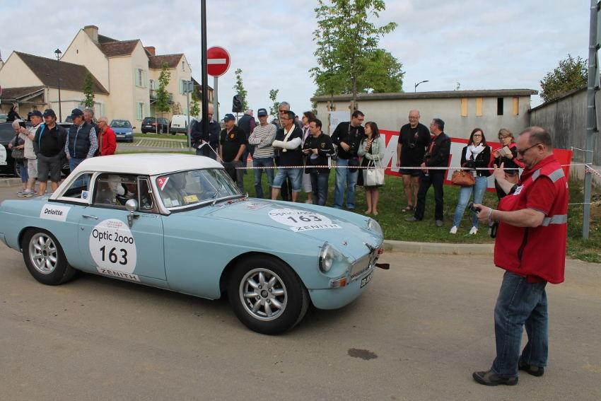 Les prouesses sportives des as du volant du mythique Tour Auto OPTIC 2000 font des heureux dans l'Yonne…