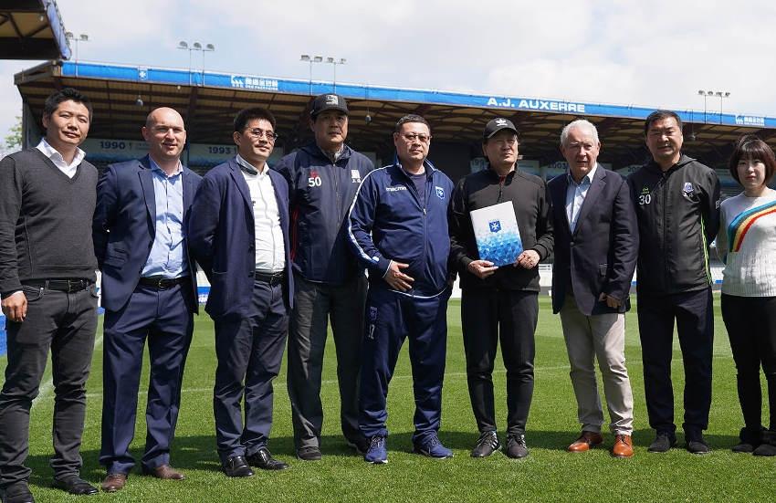 Nouvelle convention de partenariat entre l'AJ Auxerre et la Chine : c'est l'amour foot !