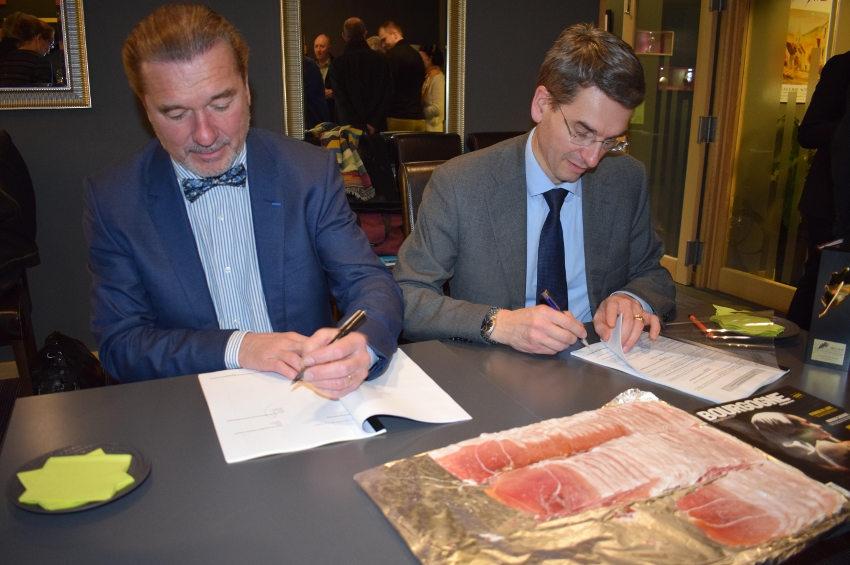 La distribution exclusive du « Porc plein air du Morvan » renforce les liens entre SCHIEVER et DUSSERT…
