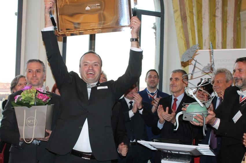 Le sacre du Belge Jeff VAN HONNACKER : un air de revanche au Mondial des maîtres d'hôtel pour le plat pays