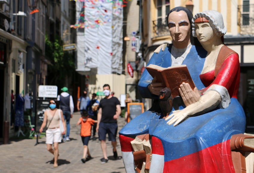 L'été s'en vient sans que la vigilance ne soit oubliée : bronzez masqués et vaccinés dans l'Yonne !