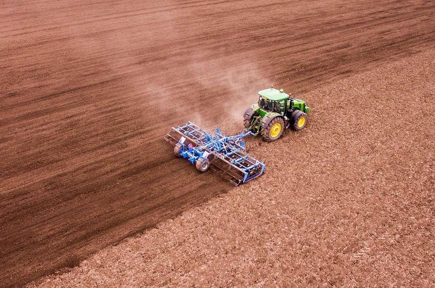 Les agriculteurs en sont les bénéficiaires : le Crédit Agricole développe une avance de subvention favorable à la transition écologique