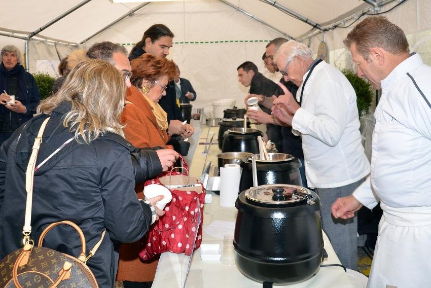 Le Lions Auxerre Phoenix au service de Cap Saint-Martin : la soupe des chefs solidaires est devenue populaire…
