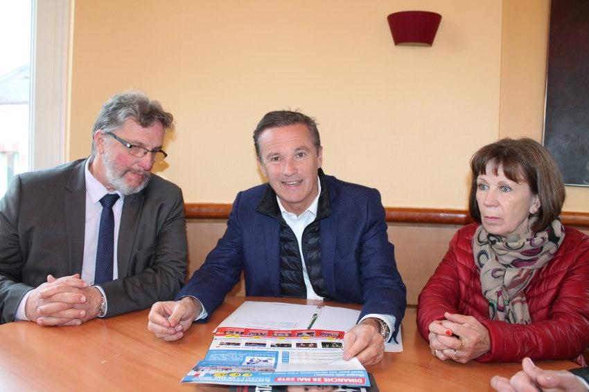 """Nicolas DUPONT-AIGNAN (DLF) veut restituer les neuf milliards d'euros """"trop perçus"""" par l'Europe aux Français…"""