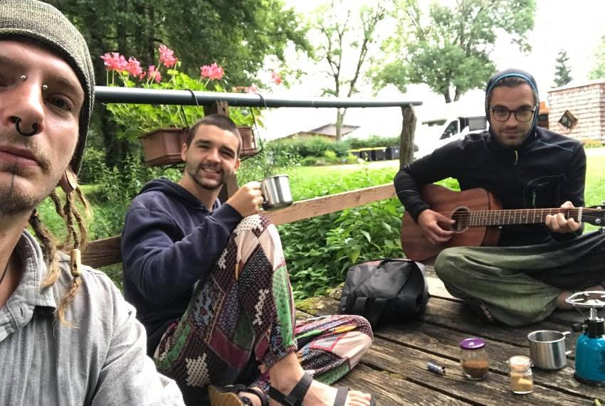 Le périple à vélo de trois jeunes gens de l'Yonne pour préserver la nature des détritus jetés par l'homme…