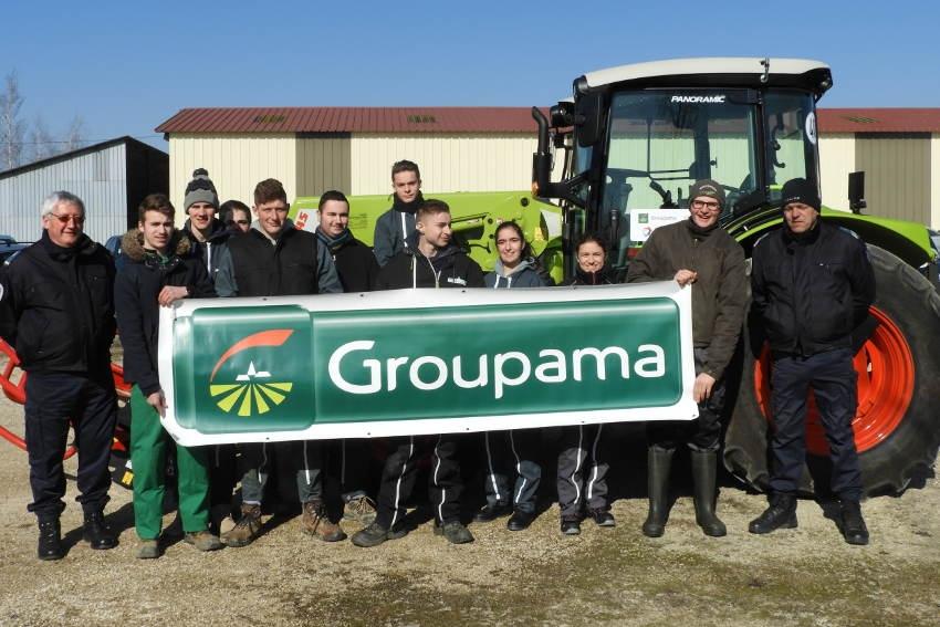 Quatre-vingts élèves du lycée La Brosse profitent d'une formation sur les risques de la conduite d'engins agricoles