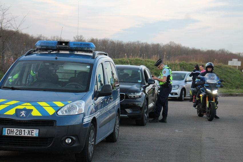 Vitesse excessive sur l'autoroute : la gendarmerie incite les vacanciers à mettre la pédale douce !