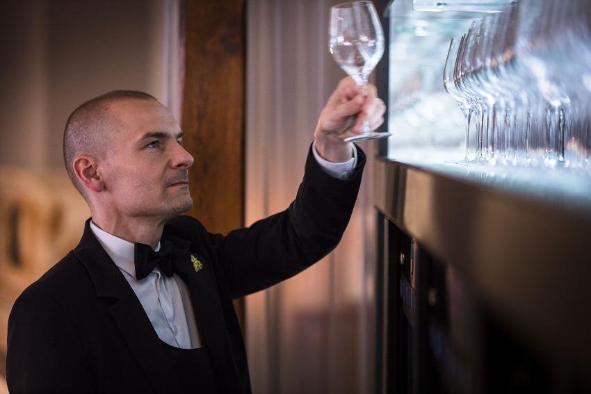 Le nec plus ultra a été obtenu par le chef sommelier de la Maison Bernard LOISEAU : un titre de MOF !