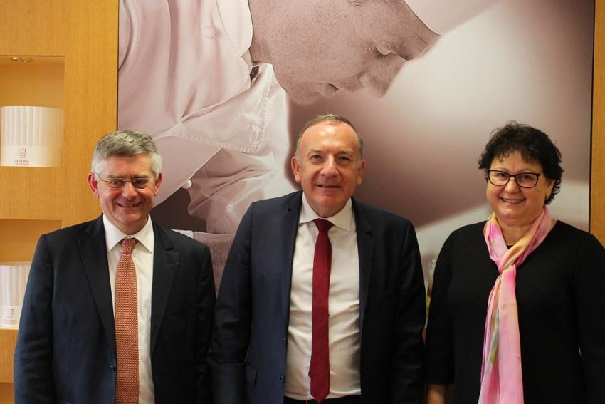 Le président du MEDEF Pierre GATTAZ subjugué par le succès du groupe FESTINS…
