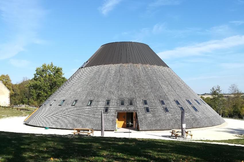 Loup y es-tu ? Oui, à la Pyramide en Puisaye-Forterre qui lui consacre deux jours d'exposition !