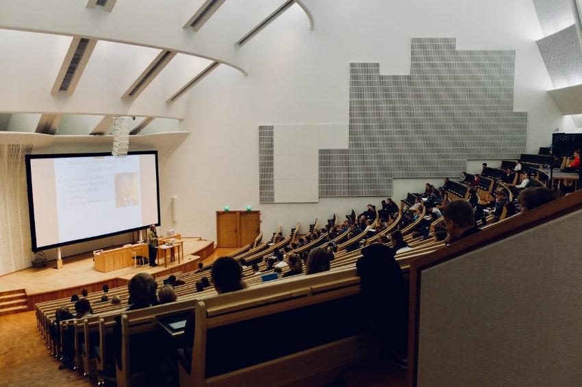 Elle se pratique différemment dans les amphithéâtres : la laïcité est-elle mise à l'épreuve à l'université ?