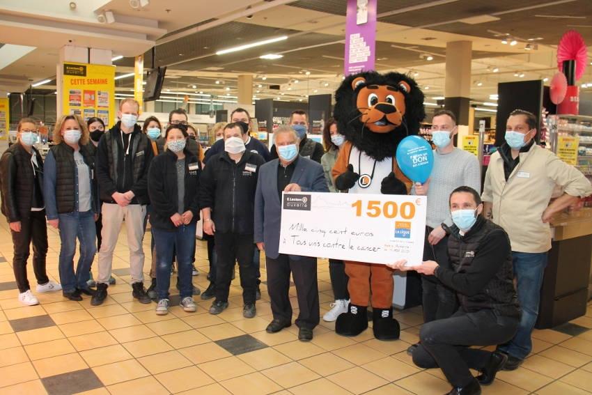 LECLERC remet un chèque de 1 500 euros à la Ligue 89 : les enfants victimes du cancer leur disent merci !