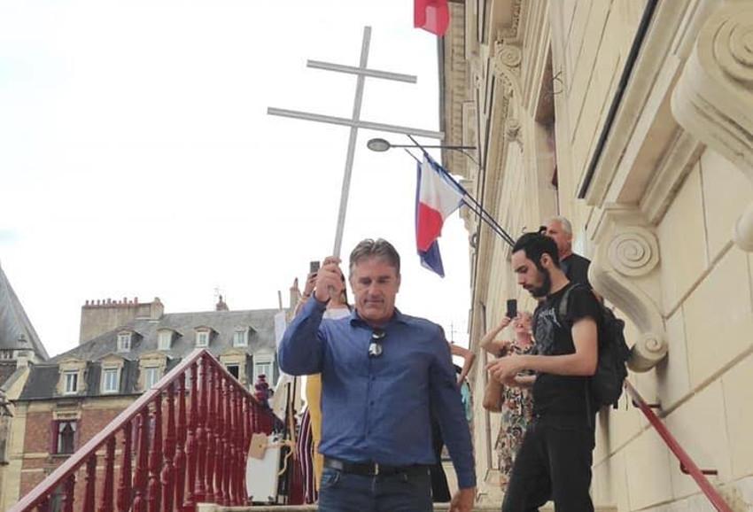 Debout La France en appelle à la résistance contre le pass sanitaire de la « honte »