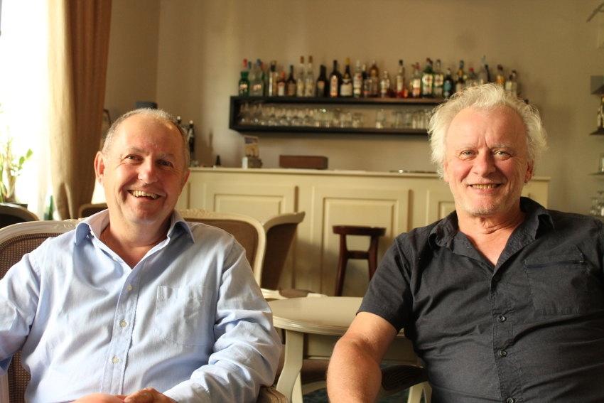 Revitalisant et humoristique : Dominique COJAN et Jean-Eric FRAY consacrent un livre aux joies des seniors…