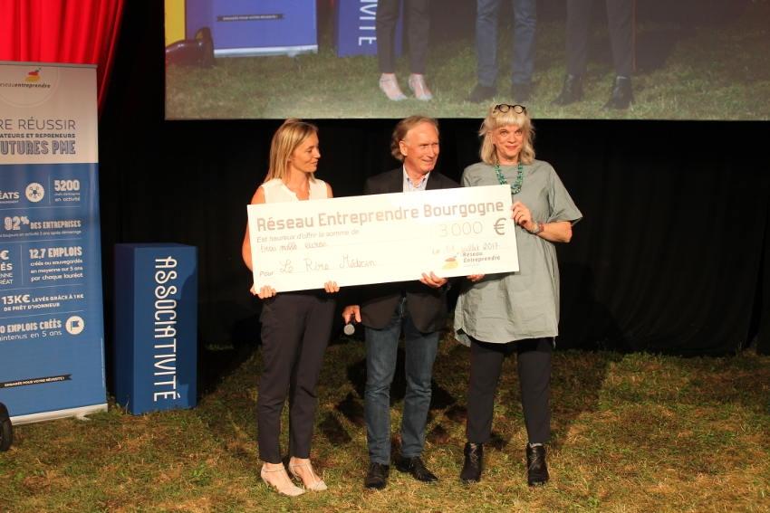 Le réseau Entreprendre Bourgogne généreux : 3 000 euros ont été offerts à l'association « Le Rire Médecin »
