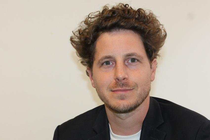 Julien BAYOU (EELV) : « Le pragmatisme écologique est préférable par l'original plutôt que par des copies… »
