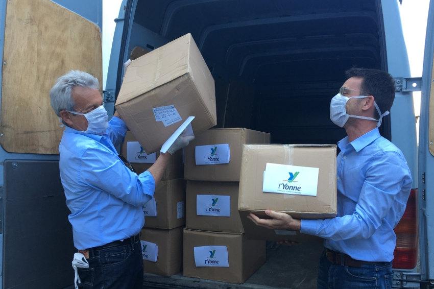 La Seine-et-Marne apporte une bouffée d'oxygène à sa voisine : l'Yonne perçoit 70 000 masques chirurgicaux
