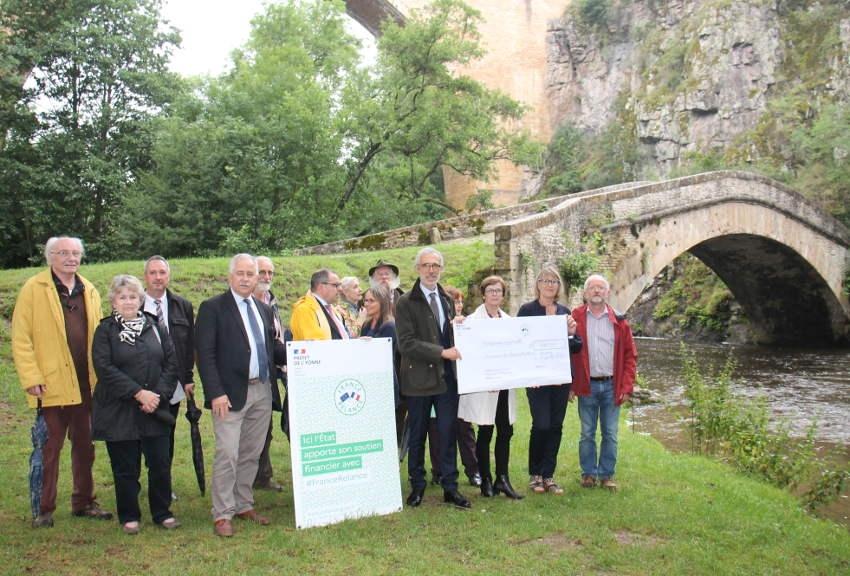Séance embellissement pour l'édifice auréolé par le 7ème art : le pont Vauban de Pierre-Perthuis bientôt en travaux